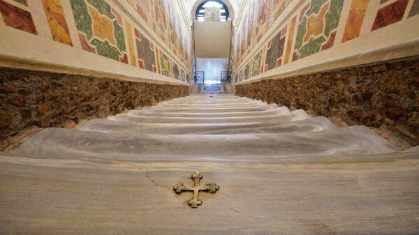 Святая лестница в старом Латеранском дворце в Риме