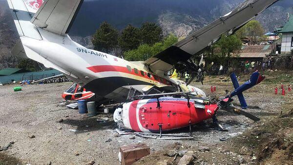 Место крушения самолета Let L-410 Turbolet и двух вертолетов в аэропорту городе Лукла, Непал