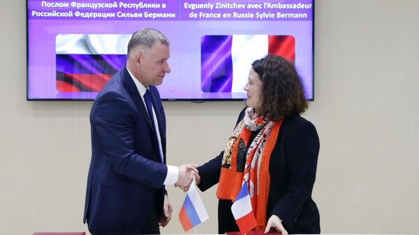 В МЧС России состоялась встреча руководителя российского чрезвычайного ведомства Евгения Зиничева и Чрезвычайного Посла Франции в РФ г-жи Сильви Берманн. 19 апреля 2019