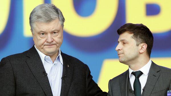 Действующий президент Украины, кандидат в президенты Петр Порошенко и кандидат в президенты от партии Слуга народа Владимир Зеленский во время дебатов в НСК Олимпийский. 19 апреля 2019