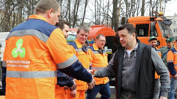 Губернатор Московской области Андрей Воробьев во время Общеобластного субботника