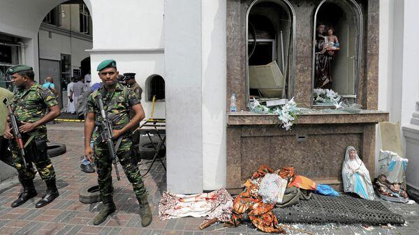 Военные у церкви Святого Антония в Коломбо, где произошел взрыв. Шри-Ланка, 21 апреля 2019