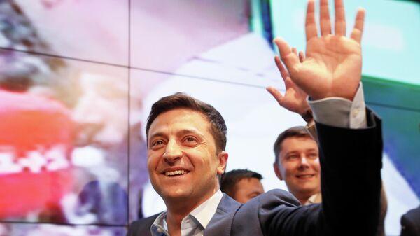 Кандидат в президенты от партии Слуга народа Владимир Зеленский во время объявления первых результатов Национального exit poll-2019