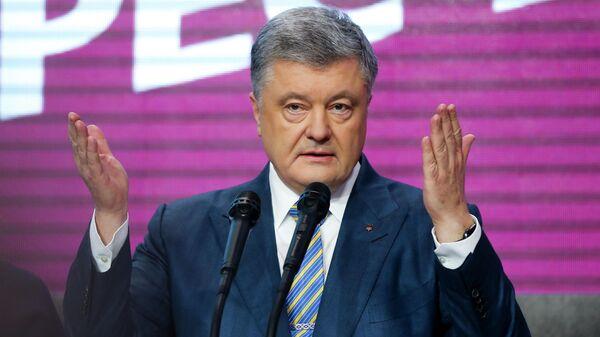 Кандидат в президенты Петр Порошенко выступает после объявления первых результатов второго тура президентских выборов на Украине