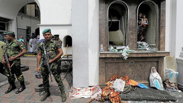 Военные у храма Святого Антония после взрыва в Коломбо, Шри-Ланка. 21 апреля 2019
