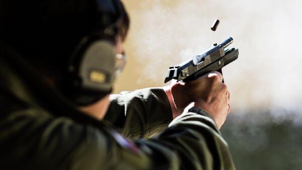Момент экстракции гильзы при стрельбе из пистолета Удав