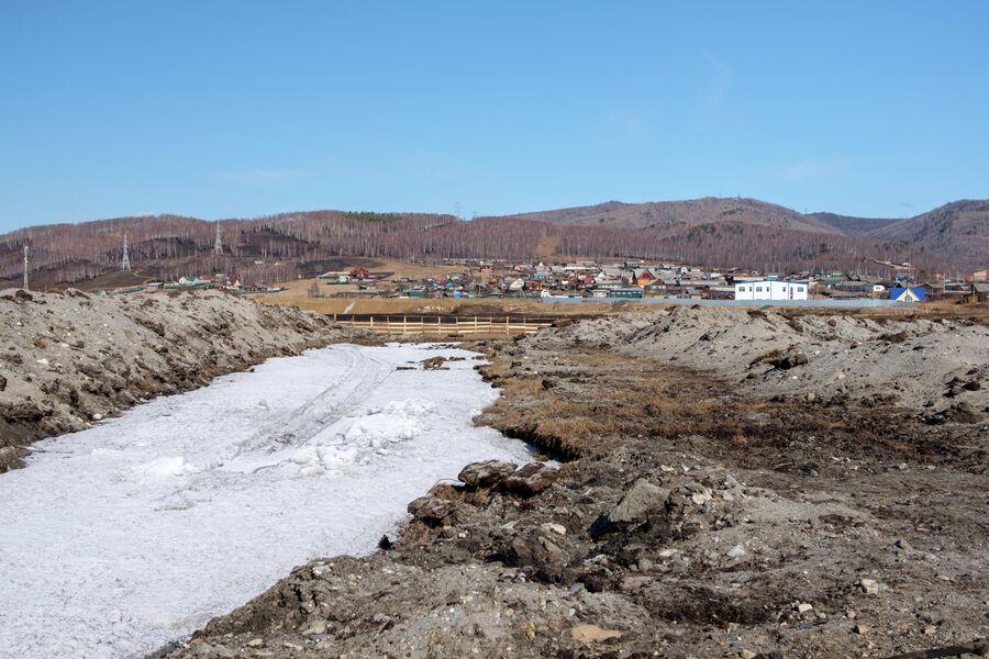 С высоты видно, насколько сильно разрыли берег Байкала
