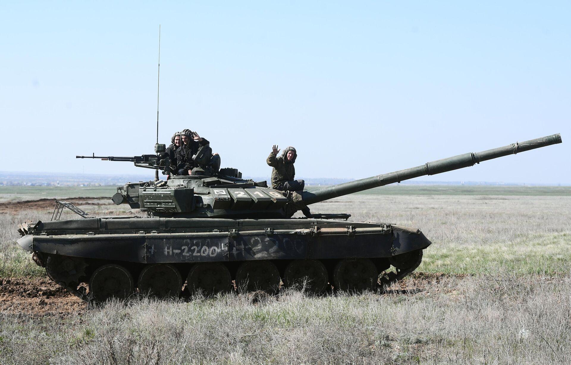 Экипаж танка Т-90 во время учений 8 общевойсковой армии в Волгоградской области - РИА Новости, 1920, 09.09.2021