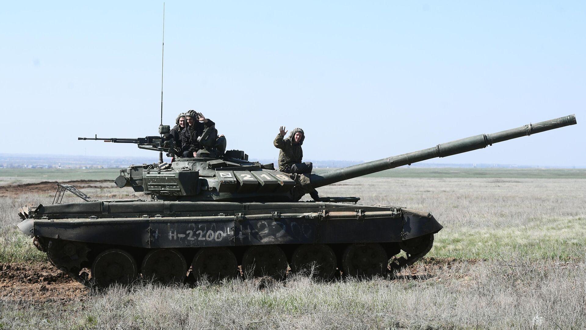 Экипаж танка Т-90 во время учений 8 общевойсковой армии в Волгоградской области - РИА Новости, 1920, 13.04.2021
