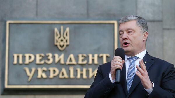 Петр Порошенко во время митинга в Киеве