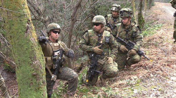 Американские морские пехотинцы во время учений в Японии