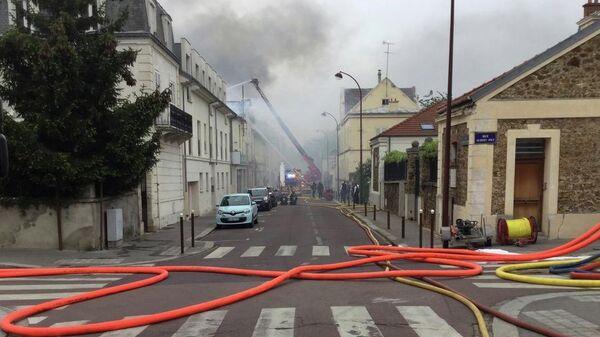 Пожар на улице Парк де Кланьи в Версале, Франция. 23 апреля 2019