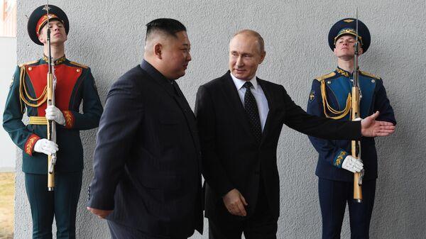 Президент РФ Владимир Путин встретился с лидером КНДР Ким Чен Ыном