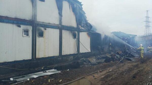 Ликвидация возгорания в здании общежития строителей Сахалинской ГРЭС-2 в селе Ильинское, Сахалин. 25 апреля 2019