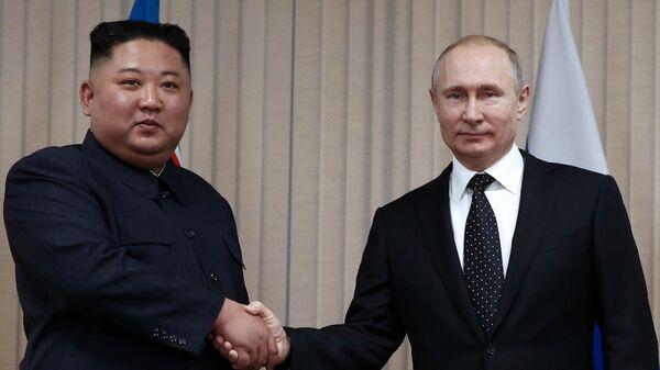 Президент РФ Владимир Путин и председатель Госсовета КНДР Ким Чен Ын