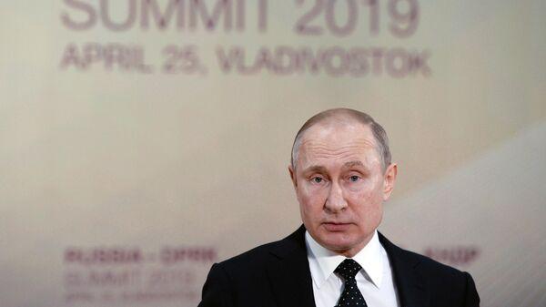 Владимир Путин на пресс-конференции по итогам российско-корейских переговоров с председателем Госсовета Корейской Народно-Демократической Республики Ким Чен Ыном. 25 апреля 2019