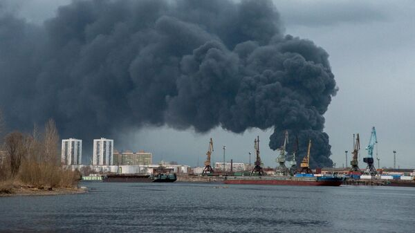 "Спасатели проливают конструкции на месте пожара на территории ""Красмаша"""
