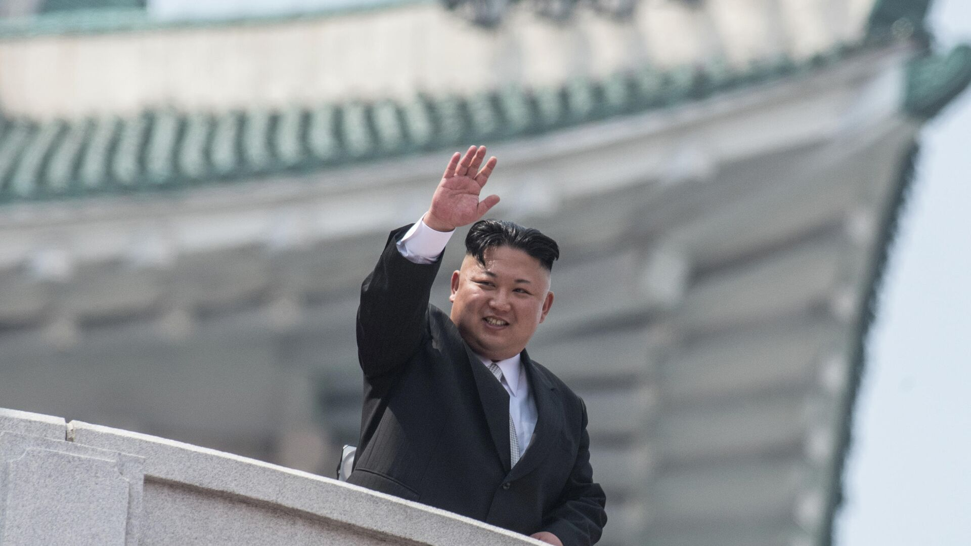 Глава КНДР Ким Чен Ын на военном параде в Пхеньяне по случаю 105-й годовщины со дня рождения основателя северокорейского государства Ким Ир Сена  - РИА Новости, 1920, 10.10.2020