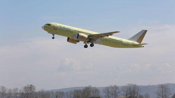 Опытный самолет МС-21-300 во время перелета из Иркутска в Ульяновск