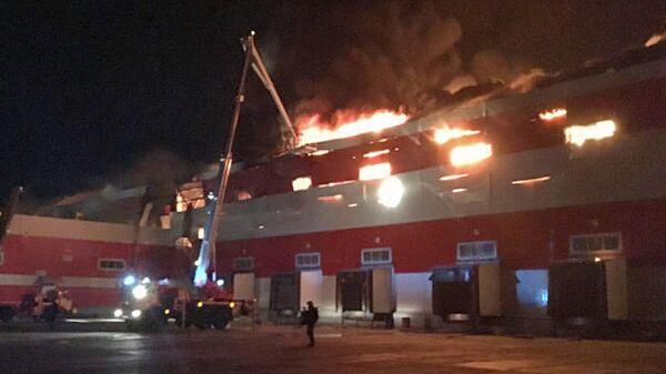 Тушение пожара в здании распределительного центра АО Магнит в Воронежской области. 28 апреля 2019