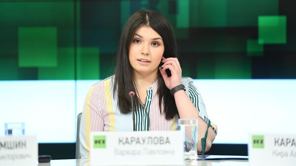 Варвара Караулова во время пресс-конференции