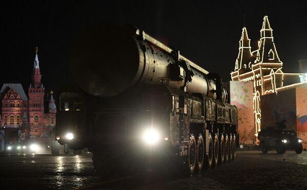 Автономная пусковая установка ПГРК Ярс на репетиции военного парада на Красной площади