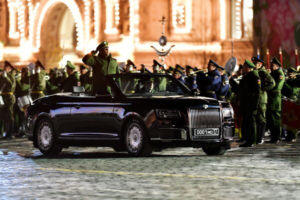 Кабриолет Aurus Senat на репетиции военного парада на Красной площади