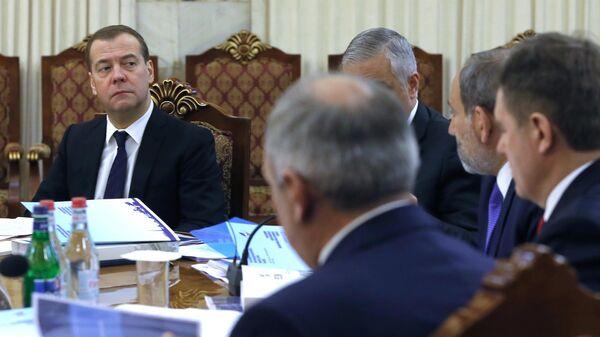 Председатель правительства РФ Дмитрий Медведев во время заседания Евразийского межправительственного совета в узком составе. 30 апреля 2019