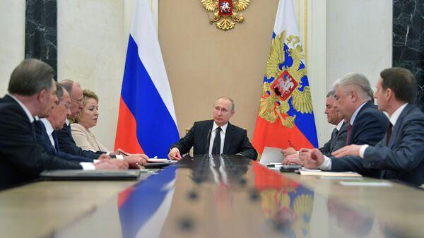 Владимир Путин проводит расширенное заседание с постоянными членами Совета безопасности РФ. 30 апреля 2019