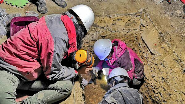 Ученые проводят раскопки на территории пещеры Байшья на Тибете