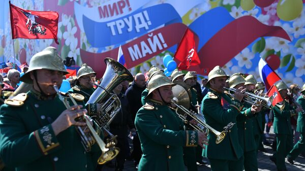 Участники первомайской демонстрации на Красной площади