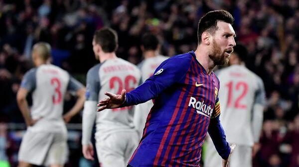 Форвард Барселоны Лионель Месси радуется забитому мячу в ворота Ливерпуля