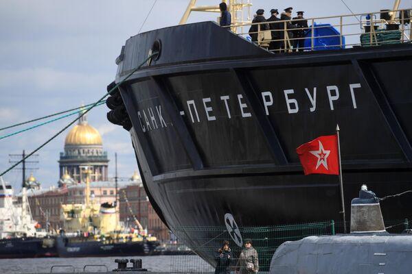 Ледокол Санкт-Петербург во время VI фестиваля ледоколов в  Санкт-Петербурге