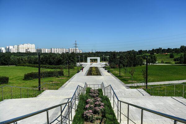 Главная площадь в ландшафтном парке Митино после комплексного благоустройства