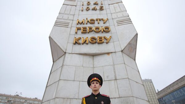 Церемония возложения цветов к памятнику Защитникам и освободителям Киева