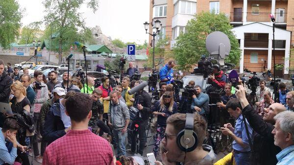 Журналисты возле здания Пресненского суда Москвы