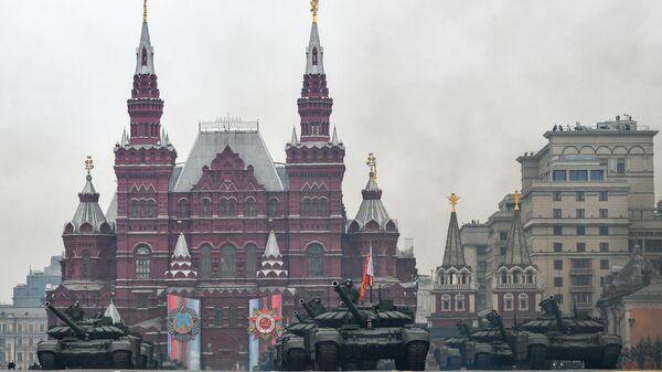 Танки Т-72Б3 на военном параде на Красной площади, посвящённом 74-й годовщине Победы в Великой Отечественной войне