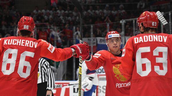 Хоккеисты сборной России Никита Кучеров, Никита Гусев и Евгений Дадонов