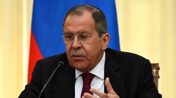 У России и США много проблем, требующих срочных решений, заявил Лавров