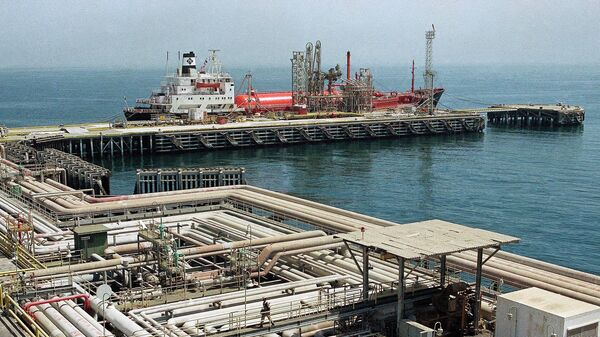 Нефтяные трубопроводы и порт в Рас Таннуре, Саудовская Аравия