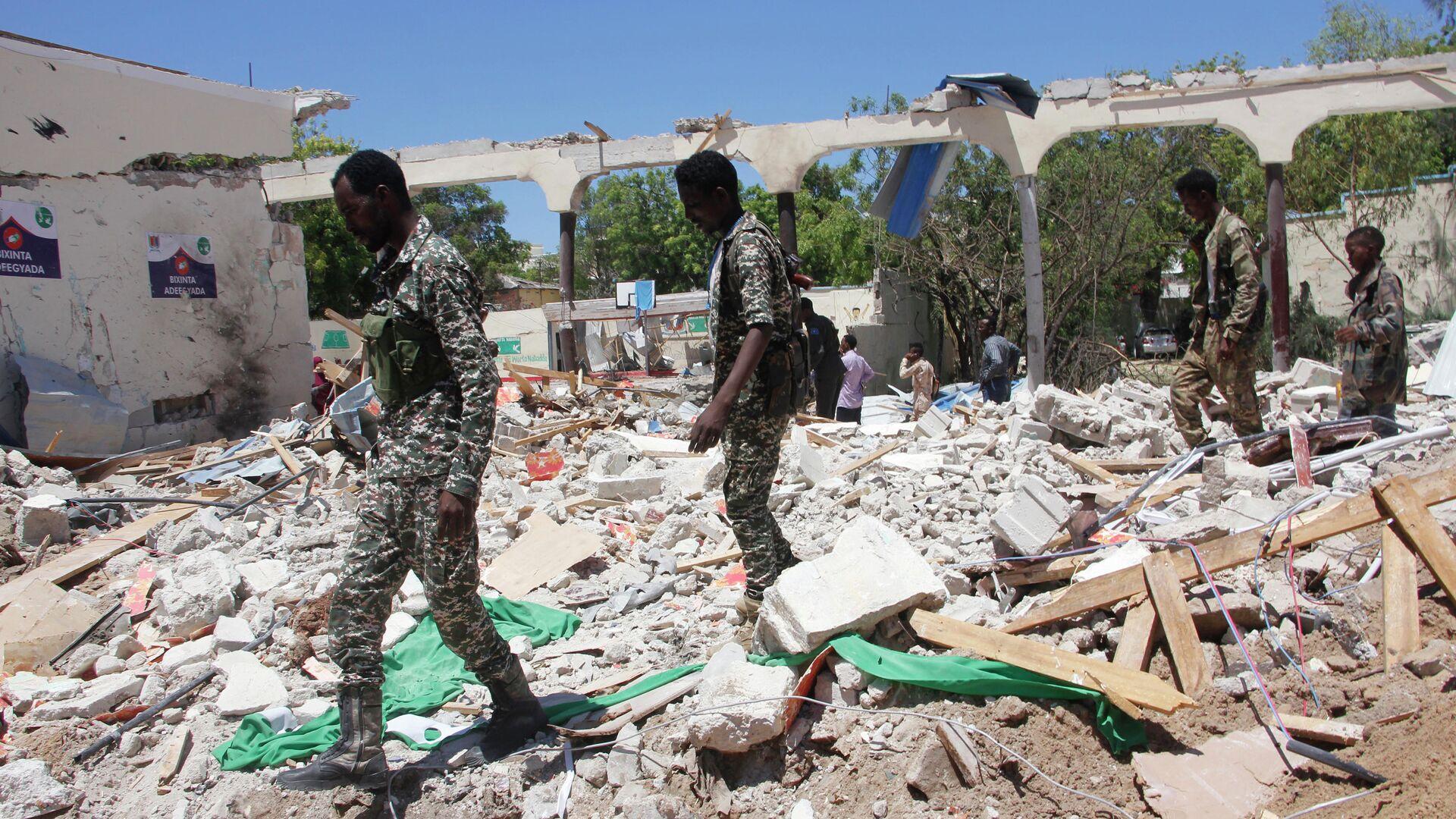 Военные на месте взрыва в столице Сомали Могадишо. 14 мая 2019 - РИА Новости, 1920, 28.02.2021