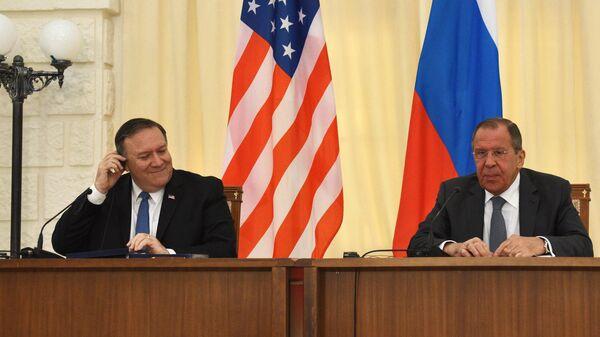 Министр иностранных дел РФ Сергей Лавров и госсекретарь США Майк Помпео во время совместной пресс-конференции по итогам переговоров в Сочи