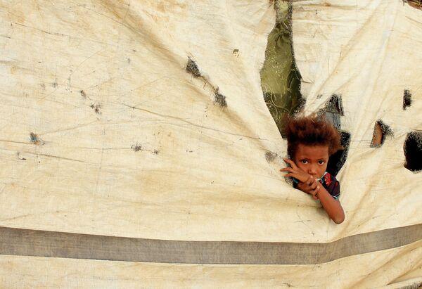 Ребенок в палаточном лагере в провинции Абс, Йемен
