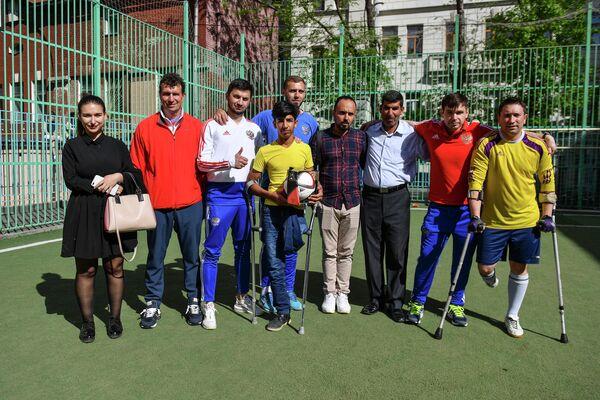 Касим Алькадим со спортсменами паралимпийской сборной России по футболу