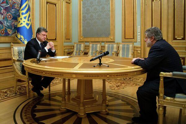 Президент Украины Петр Порошенко и бизнесмен Игорь Коломойский в Киеве. 25 марта 2015