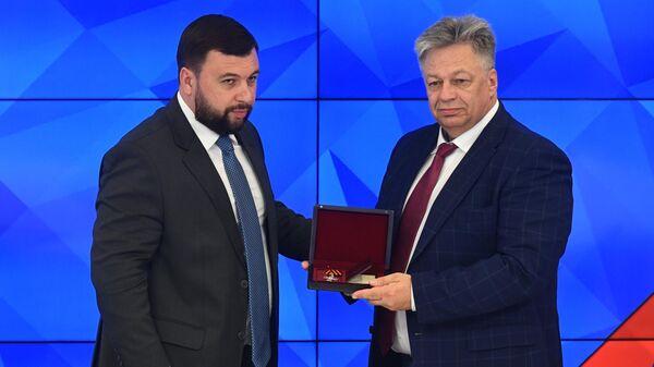 Глава ДНР Денис Пушилин  и директор объединенной дирекции фотоинформации МИА Россия сегодня Александр Штоль. 17 мая 2019