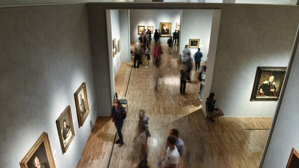 Посетители на выставке Ильи Репина в Третьяковской галерее на Крымском Валу во время акции Ночь музеев в Москве