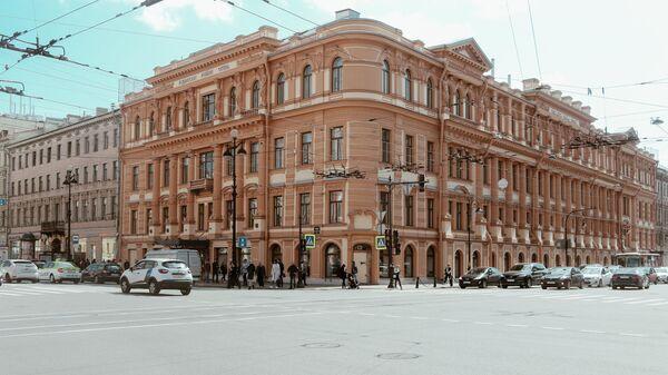 Фасад отеля Radisson Royal, известного как дом купца А. М. Ушакова (Санкт-Петербург)
