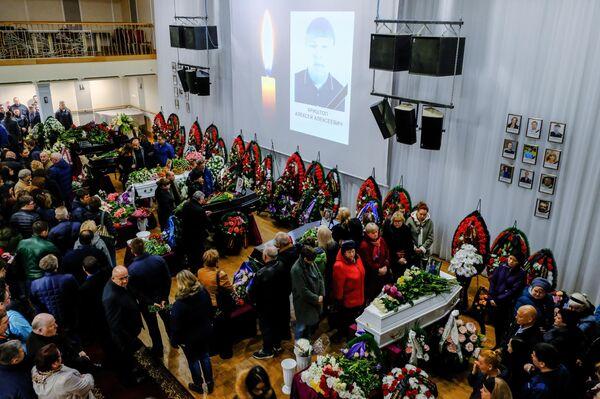 Церемония прощания с жителями Мурманской области, погибшими в катастрофе самолета компании Аэрофлот Sukhoi Superjet-100 в аэропорту Шереметьево