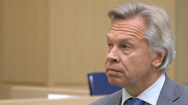 Председатель комиссии Совета Федерации РФ по информационной политике Алексей Пушков перед заседанием Совета Федерации РФ.  22 мая 2019